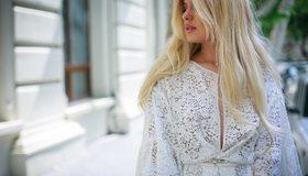 Картинка: Девушка, модель, блондинка, блузка, улица