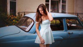 Картинка: Брюнетка, девушка, платье, кулон, волосы, браслет, машина