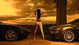 Картинка: Девушка, спина, стоит, Митцубиси, Феррари, автомобили, закат, небо, облака, горизонт
