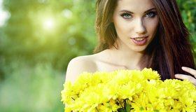 Картинка: Девушка, взгляд, глаза, губы, длинные волосы, цветы, хризантема