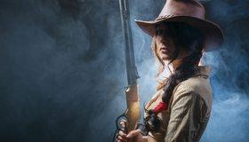 Картинка: Девушка, оружие, винчестер, ковбойская шляпа, косичка, взгляд, брюнетка, дым, вестерн, стиль, запад