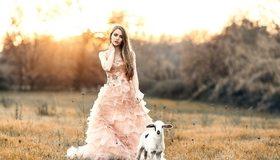 Картинка: Девушка, длинные волосы, платье, козлёнок, поле, закат