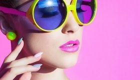 Картинка: Девушка, лицо, губы, макияж, очки, маникюр, розовый