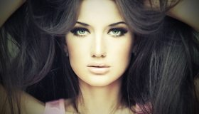 Картинка: Девушка, брюнетка, волосы, взгляд, лицо, макияж, глаза, губы, руки за голову