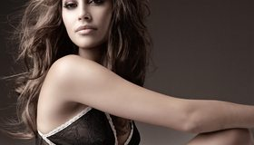 Картинка: Isabela Soncini, Изабела Сончини, девушка, лицо, макияж, мулатка, модель, позирует, поза