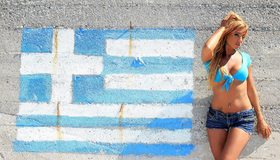 Картинка: Эшли Булгари, Ashley Bulgari, девушка, блондинка, текстура, стена, флаг, Греция, рисунок