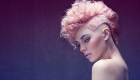 Картинка: Девушка, лицо, брови, макияж, розовые волосы, стрижка