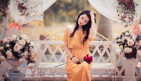 Картинка: Девушка, азиатка, платье, сидит, цветы, роза, скамейка