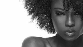 Картинка: Афроамариканка, девушка, темнокожая, лицо, губы, волосы, кудряшки
