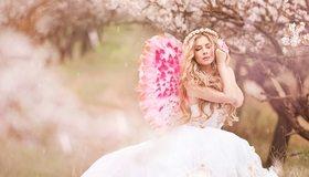 Картинка: Блондинка, крылья, платье, венок, размытость