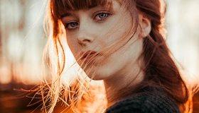 Картинка: Девушка, лицо, волосы, взгляд, ветер, вечер