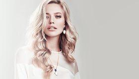 Картинка: Девушка, волосы, блондинка, лицо, макияж, бижутерия, платье, белое, белый фон