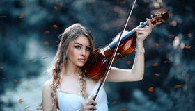 Картинка: Девушка, блондинка, волосы, косички, лицо, глаза, взгляд, скрипка, смычок, игра, листья, размытый фон