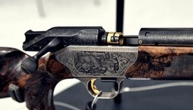 Картинка: Гравировка, лось, волки, оружие, ружьё, 8x68S, Blaser R8 Custom Grade II, затвор, спусковой крючок, пломба
