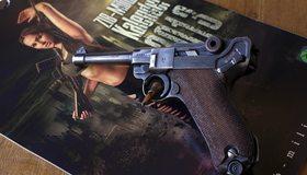 Картинка: luger p08 parabellum, пистолет, лежит, журнал, девушка, оружие, патрон