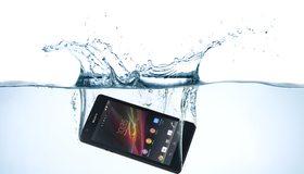 Картинка: Sony, Xperia, ZR, телефон, смартфон, вода, брызги, погружение
