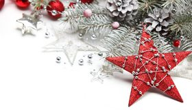 Картинка: Новый год, зима, ель, ветки, иголки, шишки, шары, украшения