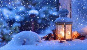 Картинка: Снег, снежинки, зима, Новый год, фонарь, лампа, еловые шишки, свет