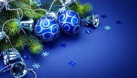Картинка: Новый год, зима, шары, ёлочные игрушки, колокольчики, ветки, ель, снежинки, синий фон