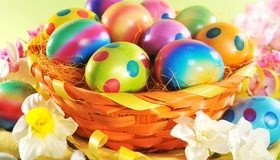 Картинка: Пасха, яйца, корзинка, крашеные, цвет, пятна, нарцисы, цветы