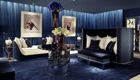 Картинка: Гостиная, стол, ваза, цветы, диван, подушки, отдых, картины