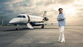 Картинка: Embraer Legacy 500, Джеки Чан, актёр, мужчина, стоит, очки, небо, облака