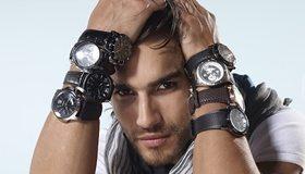 Картинка: Мужчина, взгляд, щетина, руки, часы