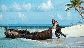 Картинка: Джек Воробей, Джонни Депп, лодка, побег, океан, берег, остров, небо, пальма, пират, Пираты Карибского моря, море
