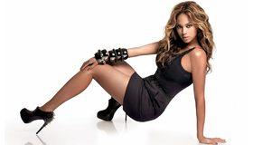 Картинка: Beyonce, Бейонсе, певица, платье, чёрное, волнистые волосы, браслеты, туфли