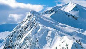 Картинка: Горы, снег, зима, облака, небо, деревья, склоны, хребет