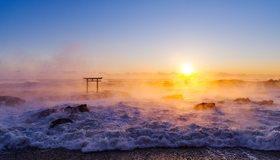 Картинка: Море, солнце, закат, испарение, вода, волны, камни, берег, небо, ворота