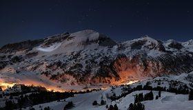 Картинка: Горы, ночь, небо, звёзды, огни, деревья, снег, зима, база