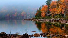Картинка: Осень, пейзаж, деревья, листья, камни, вода, озеро, отражение, туман