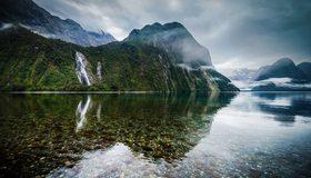 Картинка: Горы, небо, туман, вода, водопад, озеро, прозрачное, камни