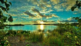 Картинка: Лето, озеро, вода, деревья, трава, зелень, облака, небо, солнце, закат