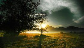 Картинка: Поле, закат, деревья, горы, небо, солнце