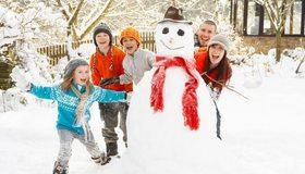 Картинка: Семья, зима, снег, веселье, забава, дети, улыбка, настроение