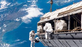 Картинка: Космонавты, корабль, МКС, космос, полёт, планета, материки