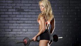 Картинка: Блондинка, девушка, глаза, взгляд, волосы, спортсменка, спина, попка, штанга