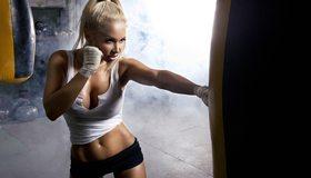 Картинка: Девушка, бокс, блондинка, груша, пресс