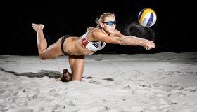 Картинка: Девушка, очки, мяч, приём, падение, песок, волейбол, пляжный