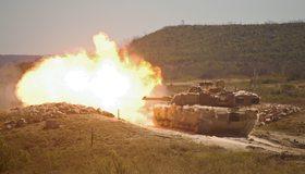 Картинка: Танк, выстрел, огонь, поле боя, холм, дорога, камни, руины