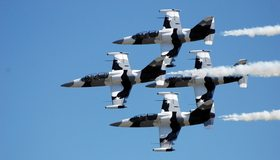 Картинка: L-39 albatross, самолет, армия, небо, полёт, след