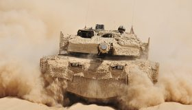 Картинка: Танк, танкист, едет, пустыня, песок, пыль, камуфляж, SAAB Barracuda, Leopard 2A5 DK