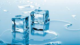 Картинка: Кубики, лёд, вода, стекло, отражение