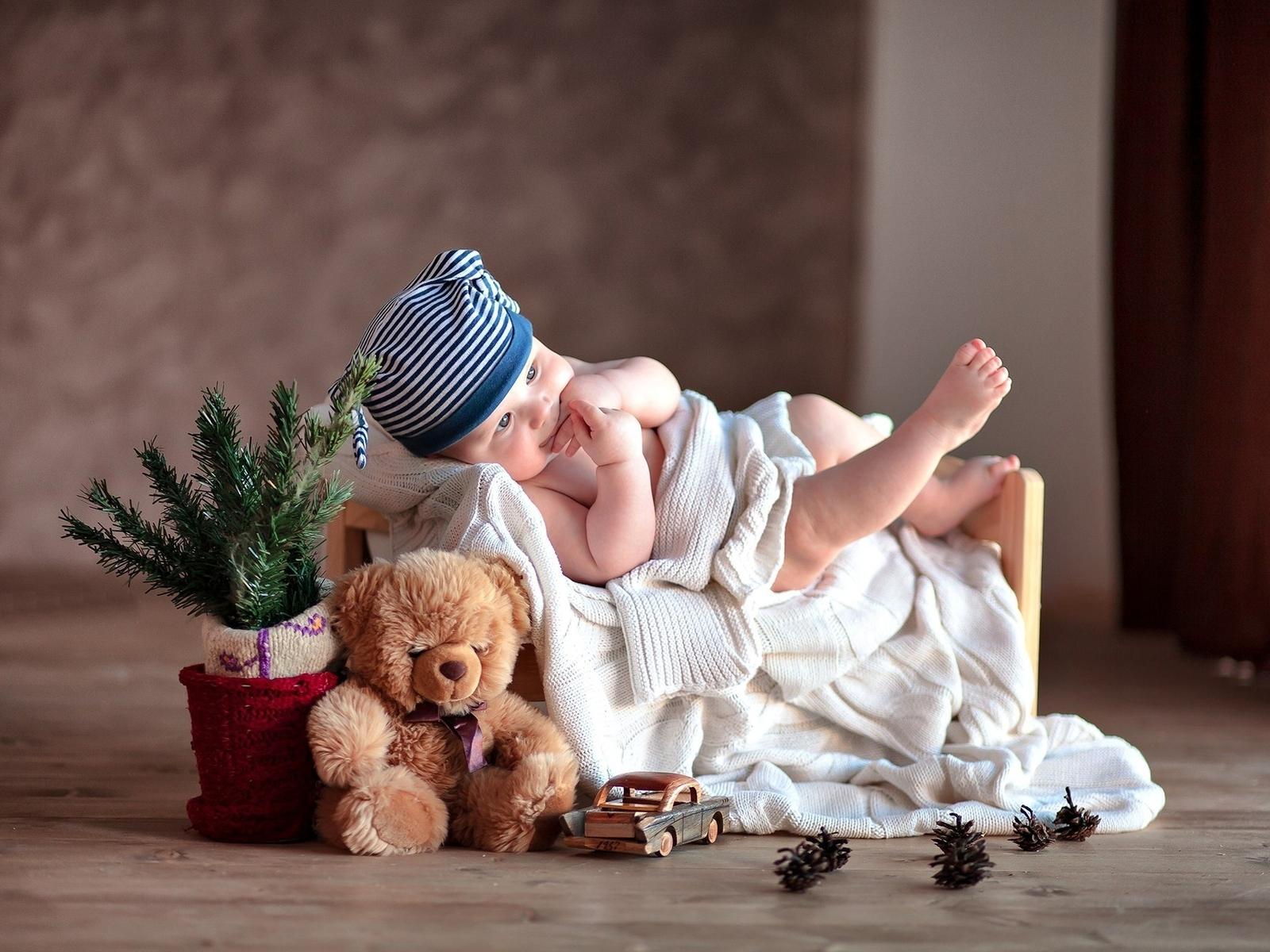 Image: Kid, child, toy, teddy bear, car, bumps